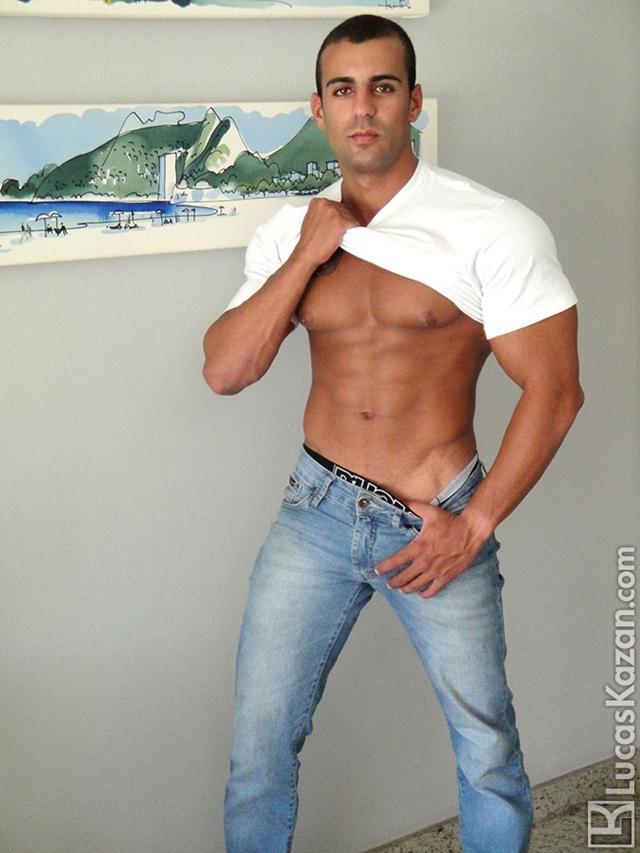 Lucas-Kazan-tattoo-22-years-old-Gabriele-broad-shoulders-pecs-chiseled-sixpack-rock-hard-body-beach-jock-003-male-tube-red-tube-gallery-photo