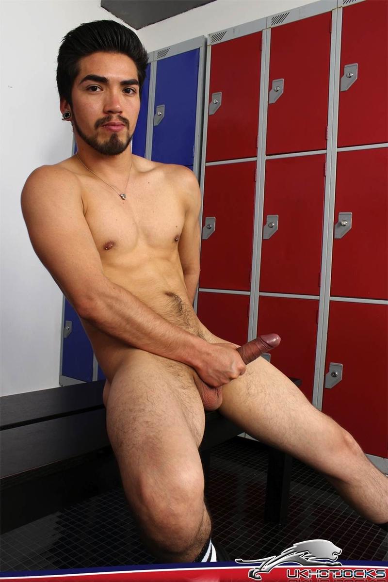 UKHotJocks-Sexy-cute-Alexis-Belfort-gorgeous-exhibitionist-locker-room-sexy-pierced-nipples-crotch-dick-shorts-hot-horny-locker-jock-014-tube-download-torrent-gallery-sexpics-photo