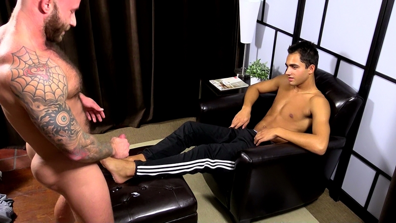 MyFriendsFeet-Drake-Jaden-knees-bare-foot-soles-toes-big-toe-worshiping-size-11-shoes-dark-skinned-hunk-Azif-018-tube-video-gay-porn-gallery-sexpics-photo