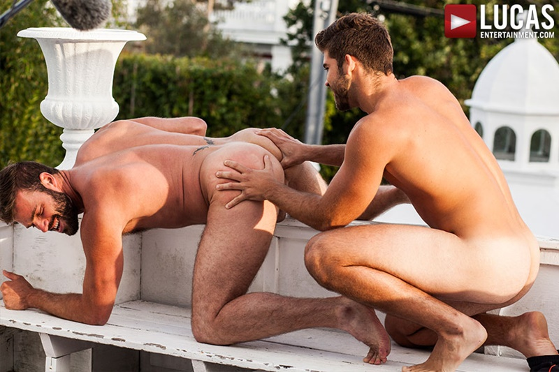 Hot Hunk Sucking A Cock And Getting Fucked Anally