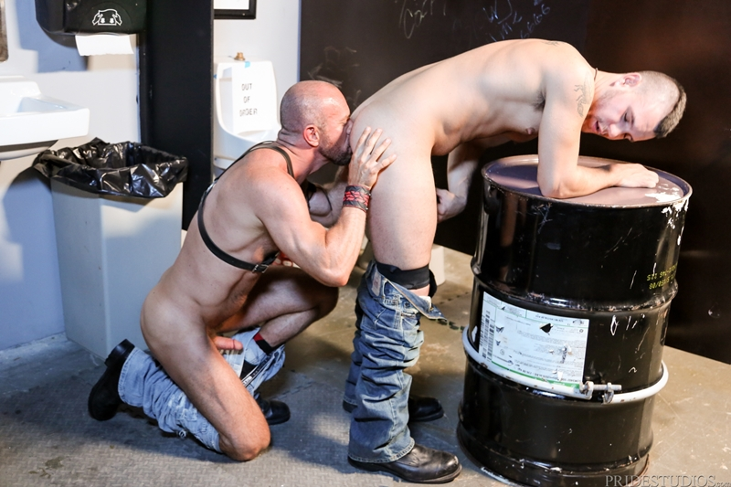 HighPerformanceMen-Big-muscle-daddy-Matt-Stevens-leather-harness-hairy-chest-tattooed-young-punk-Bradley-Boyd-011-tube-video-gay-porn-gallery-sexpics-photo