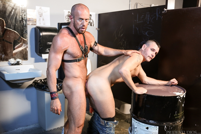 HighPerformanceMen-Big-muscle-daddy-Matt-Stevens-leather-harness-hairy-chest-tattooed-young-punk-Bradley-Boyd-012-tube-video-gay-porn-gallery-sexpics-photo