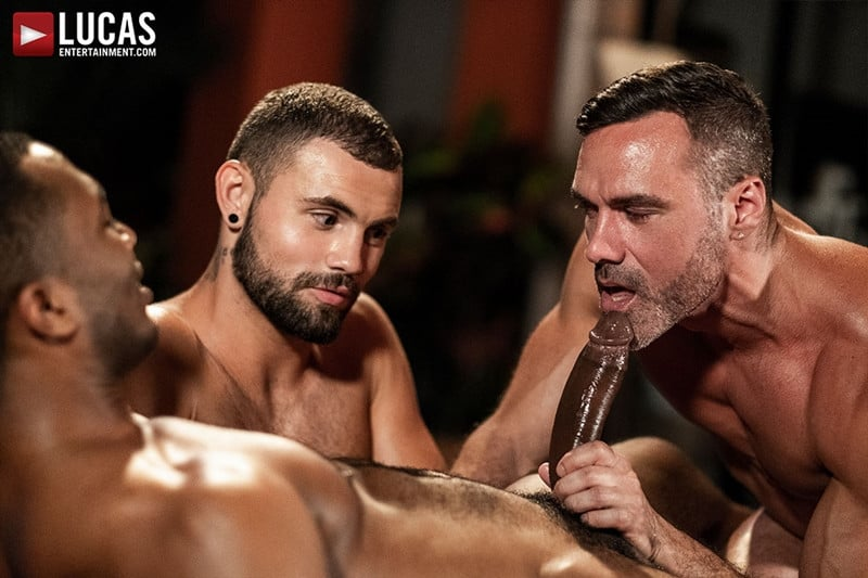 Men for Men Blog MANUEL-SKYE-JEFFREY-LLOYD-SEAN-XAVIER-SUNSET-SEX-LucasEntertainment-015-gay-porn-pictures-gallery Jeffrey Lloyd bareback fucks Sean Xavier before he takes Manuel Skye's big muscle cock Lucas Entertainment