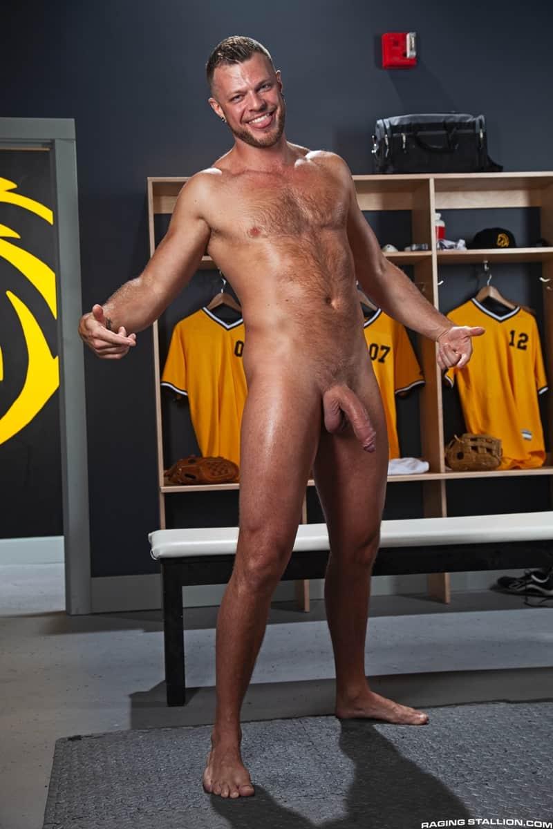 Big-muscle-studs-Wade-Wolfgar-stretches-Sharok-butt-hole-Ricky-Larkin-fucks-face-RagingStallion-009-Gay-Porn-Pics